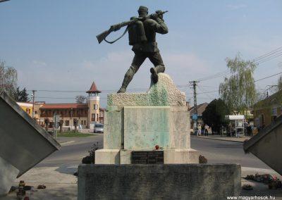 Tiszavasvári világháborús emlékmű 2009.04.09.küldő-kalyhas (7)
