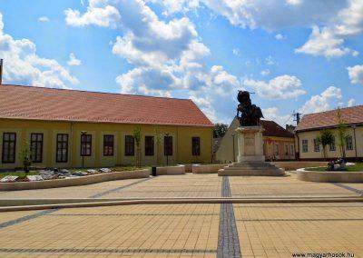 Tolna I. és II. világháborús emlékmű 2014.07.13. küldő-Méri