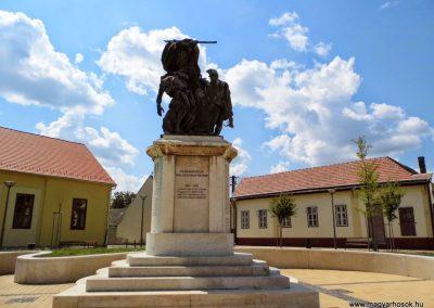 Tolna I. világháborús emlékmű 2014.07.13. küldő-Méri (1)