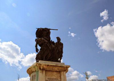 Tolna I. világháborús emlékmű 2014.07.13. küldő-Méri (2)