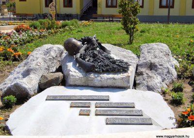Tolna II. világháborús emlékmű 2014.07.13. küldő-Méri (1)