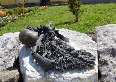 Tolna II. világháborús emlékmű 2014.07.13. küldő-Méri (2)