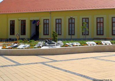Tolna II. világháborús emlékmű 2014.07.13. küldő-Méri