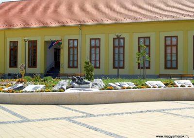 Tolna II. világháborús emlékmű 2014.07.13. küldő-Méri (9)