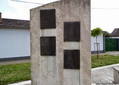 Tolna-Mözs világháborús emlékmű 2014.07.14. küldő-Méri (1)