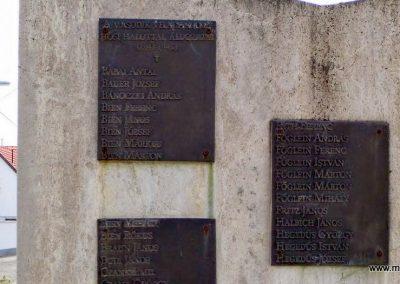 Tolna-Mözs világháborús emlékmű 2014.07.14. küldő-Méri (13)
