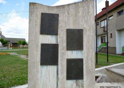 Tolna-Mözs világháborús emlékmű 2014.07.14. küldő-Méri (15)