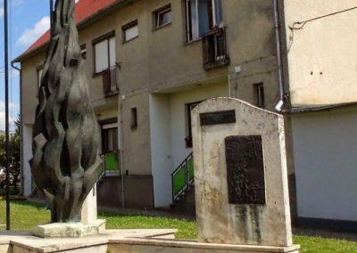 Tolna-Mözs világháborús emlékmű 2014.07.14. küldő-Méri (18)