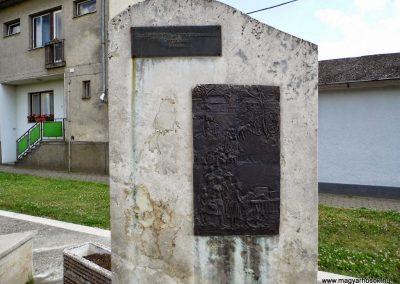 Tolna-Mözs világháborús emlékmű 2014.07.14. küldő-Méri (19)