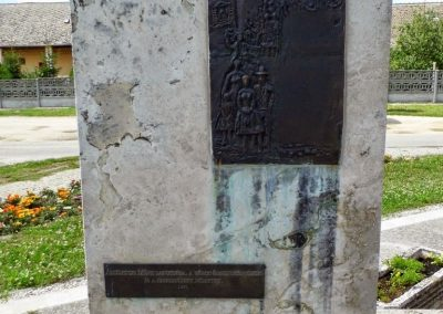 Tolna-Mözs világháborús emlékmű 2014.07.14. küldő-Méri (20)