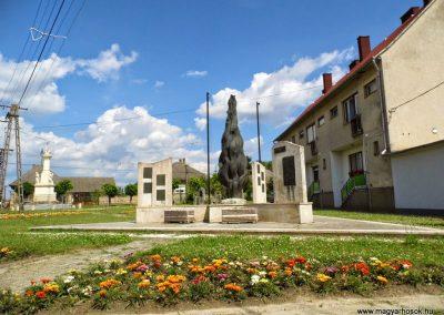 Tolna - Mőzs,  I. és II. világháborús emlékmű