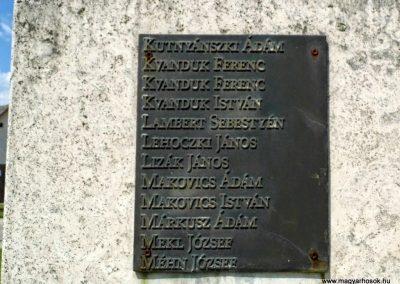 Tolna-Mözs világháborús emlékmű 2014.07.14. küldő-Méri (7)