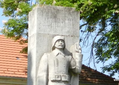 Tordas I. világháborús emlékmű 2015.05.18. küldő-Huber Csabáné (1)