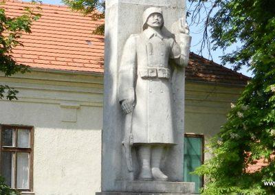 Tordas I. világháborús emlékmű 2015.05.18. küldő-Huber Csabáné (2)