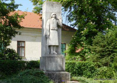 Tordas I. világháborús emlékmű 2015.05.18. küldő-Huber Csabáné