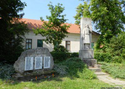 Tordas II. világháborús emlékmű 2015.05.18. küldő-Huber Csabáné