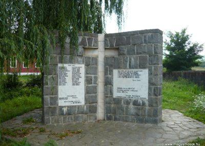 Torja hősi emlékmű 2009.08.21.küldő-Ágca