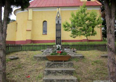 Tornabarakony világháborús emlékmű 2014.06.15. küldő-kalyhas (1)