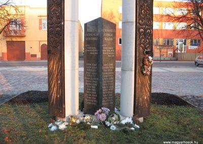 Tornalja II.vh emlékmű 2008.02.09.küldő-Kályhás (1)