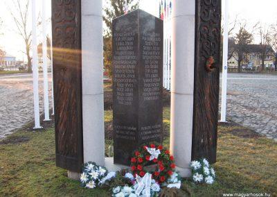 Tornalja II.vh emlékmű 2008.02.09.küldő-Kályhás (2)