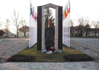 Tornalja II.vh emlékmű 2008.02.09.küldő-Kályhás (3)