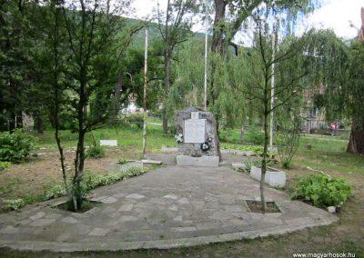 Tornanádaska világháborús emlékmű 2014.06.15. küldő-kalyhas (1)