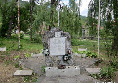 Tornanádaska világháborús emlékmű 2014.06.15. küldő-kalyhas (2)