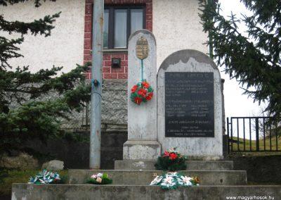 Trizs világháborús emlékmű 2008.03.02. küldő-Kályhás (1)