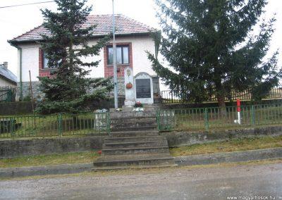 Trizs világháborús emlékmű 2008.03.02. küldő-Kályhás