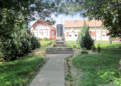 Tunyogmatolcs - Matolcs világháborús emlékmű 2014.08.04. küldő-kalyhas (4)