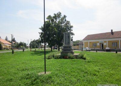 Tunyogmatolcs-Tunyog II. világháborús emlékmű 2014.08.04. küldő-kalyhas (1)