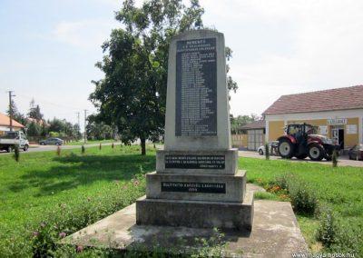 Tunyogmatolcs-Tunyog II. világháborús emlékmű 2014.08.04. küldő-kalyhas (2)