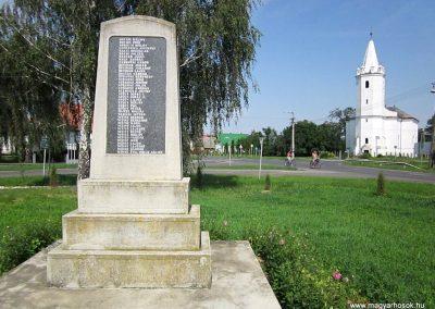 Tunyogmatolcs-Tunyog II. világháborús emlékmű 2014.08.04. küldő-kalyhas (6)