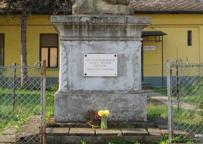 Tura I.vh emlékmű 2009.04.10. küldő-kalyhas (2)