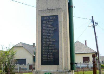 Tuzsér világháborús emlékmű 2010.04.24. küldő-Ágca (2)