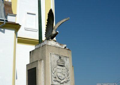 Tuzsér világháborús emlékmű 2010.04.24. küldő-Ágca (4)