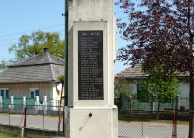 Tuzsér világháborús emlékmű 2010.04.24. küldő-Ágca (5)