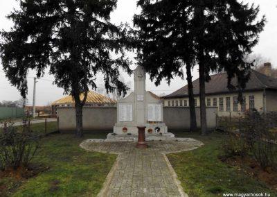 Tyukod világháborús emlékmű 2014.11.22. küldő-kalyhas (1)