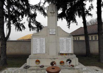 Tyukod világháborús emlékmű 2014.11.22. küldő-kalyhas (2)