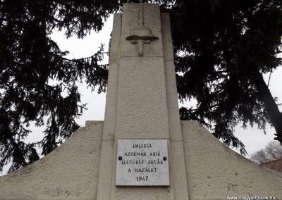 Tyukod világháborús emlékmű 2014.11.22. küldő-kalyhas (4)