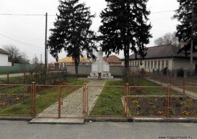 Tyukod világháborús emlékmű 2014.11.22. küldő-kalyhas