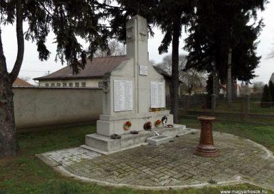 Tyukod világháborús emlékmű 2014.11.22. küldő-kalyhas (6)