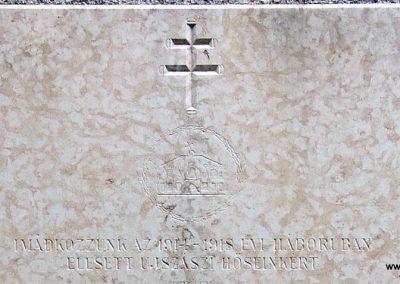 Ujszász I.vh emléktábla a rk.templom falán 2006.05.24. küldő-Pfaff László,Rétság (1)