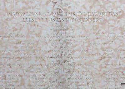 Ujszász I.vh emléktábla a rk.templom falán 2006.05.24. küldő-Pfaff László,Rétság (2)