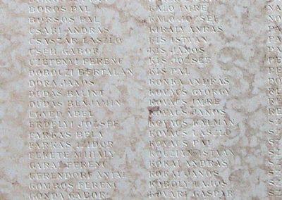 Ujszász I.vh emléktábla a rk.templom falán 2006.05.24. küldő-Pfaff László,Rétság (3)