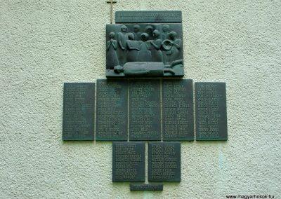 Ujszász II.vh emlékmű 2006.05.24. küldő-Pfaff László,Rétság