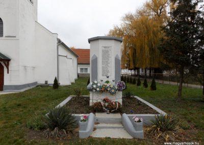 Ura világháborús emlékmű 2014.11.22. küldő-kalyhas (1)