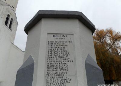 Ura világháborús emlékmű 2014.11.22. küldő-kalyhas (4)