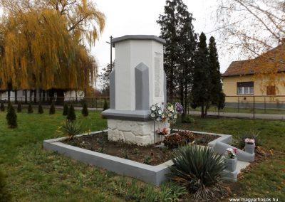 Ura világháborús emlékmű 2014.11.22. küldő-kalyhas (6)