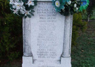 Uszód II.vh emlékmű 2007.10.18.küldő-Markó Péter (2)